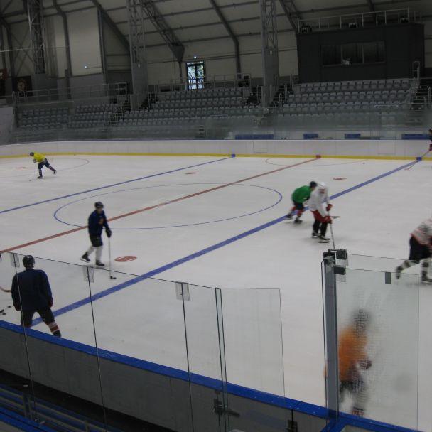 Žiarski Indiáni  prvýkrát trénovali na ľade v Slovalco aréne
