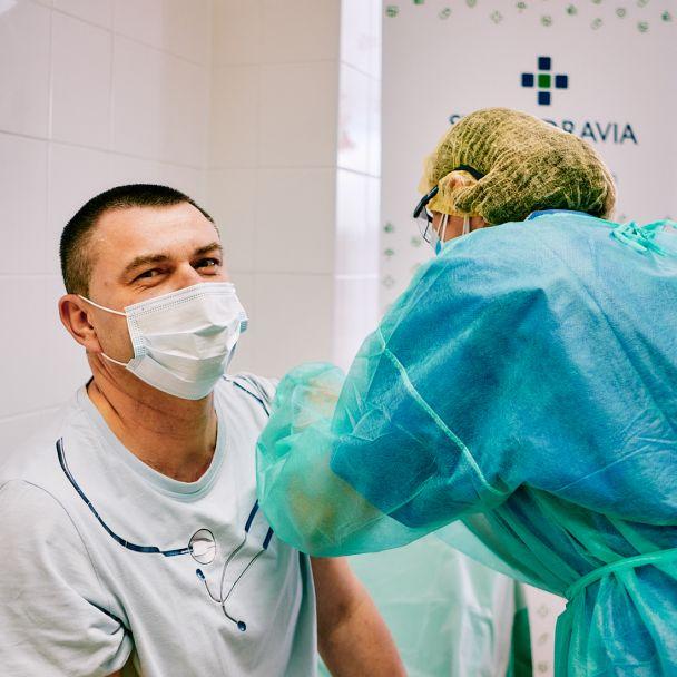 V žiarskej nemocnici boli zaočkovaní prví zamestnanci