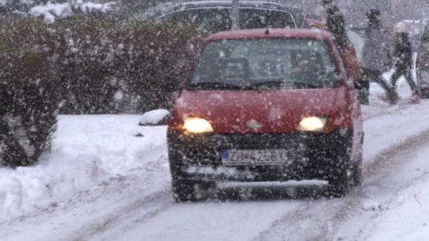 Technické služby neprestávajú odhŕňať sneh