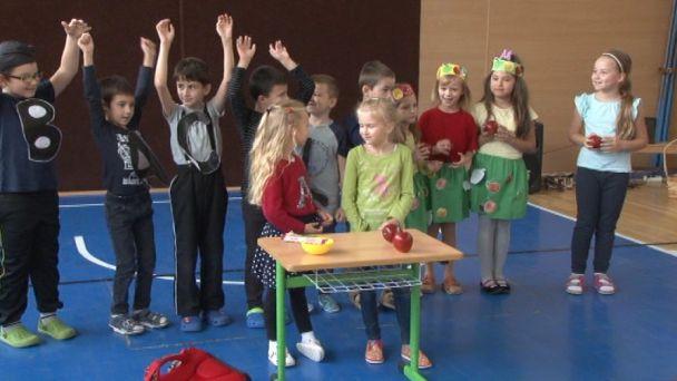 Žiaci cirkevnej školy sa obliekli do farieb jabĺk