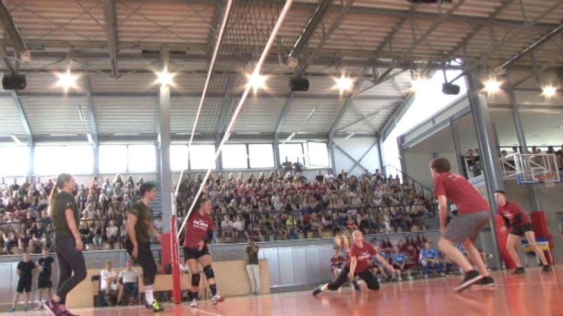 Maturitný volejbal žiarskych gymnazistov