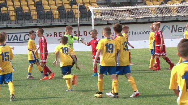 Malí futbalisti na veľkom ihrisku v Žiari