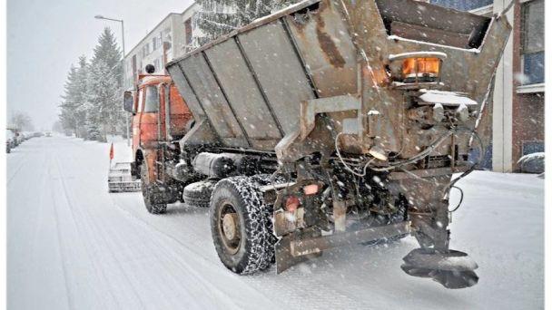 Technické služby budú odpratávať sneh aj z chodníkov