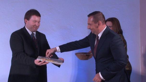 Peter Antal pokrstil knihu o Žiari nad Hronom