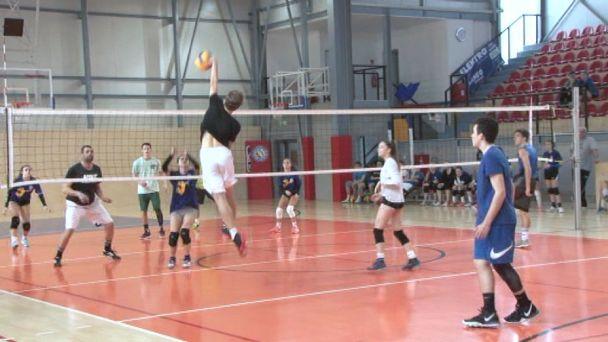 Volejbalový turnaj bol s koncoročnou kapustnicou