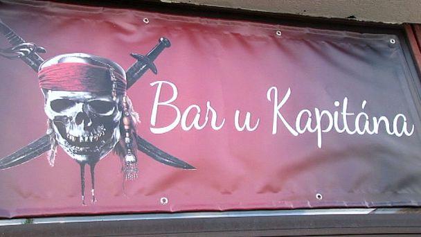 8 pirátok si v Žiari otvorilo Bar u Kapitána