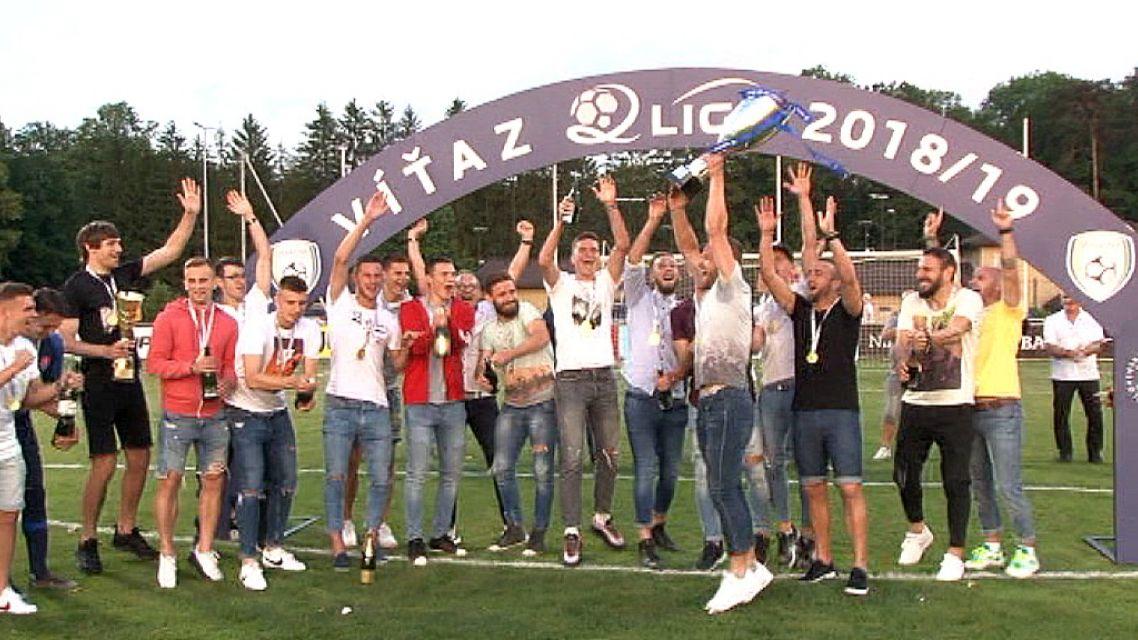 FK Pohronie si konečne prevzalo pohár víťaza II.ligy
