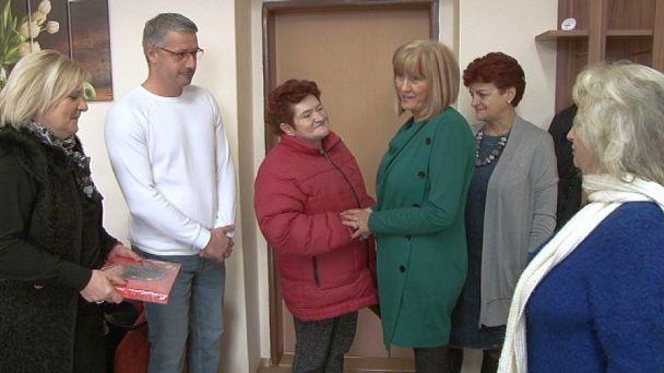 Žiarski poslanci darovali výťažok z predaja kapustnice žiakovi z Dvojky