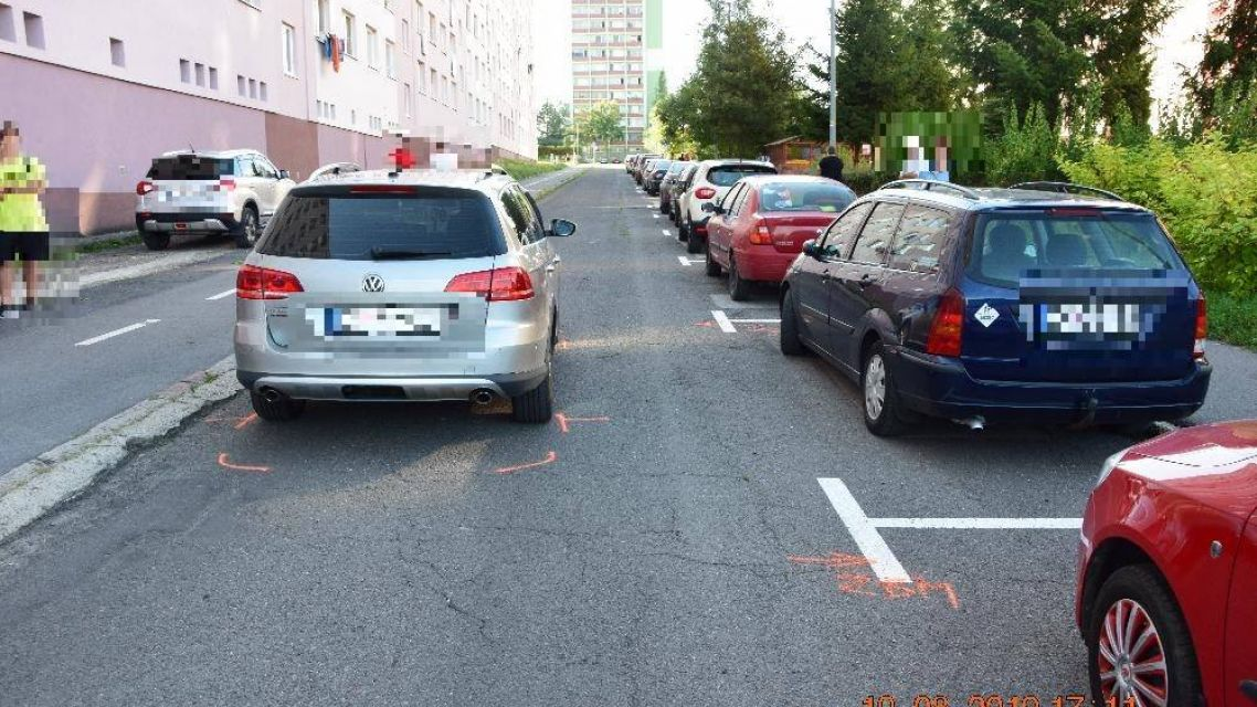 Na Svitavskej ulici v Žiari vbehol chlapec  pod auto