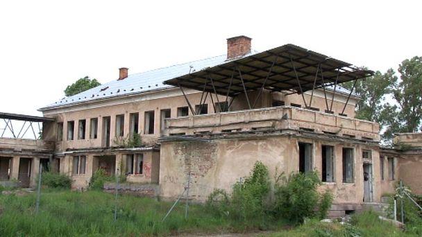Budovu, ktorá Žiarčanov straší, rieši aj poslanec Emil Vozár