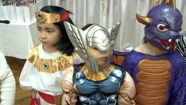 Na karnevale sa zabávala princezná, víla,  ale aj policajt či múmia