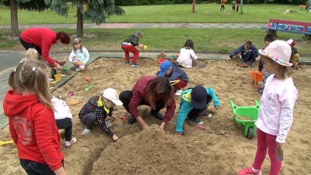 Žiarski škôlkári sa už spolu hrajú na dvore