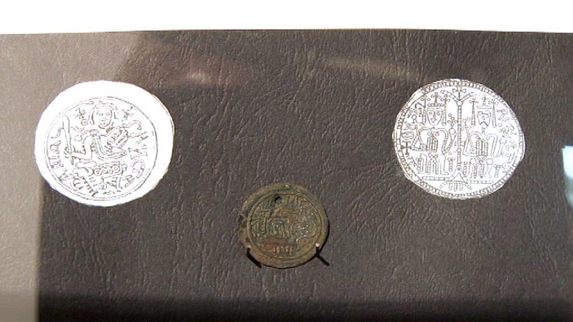 V pivnici kaštieľa sa našla starožitná minca