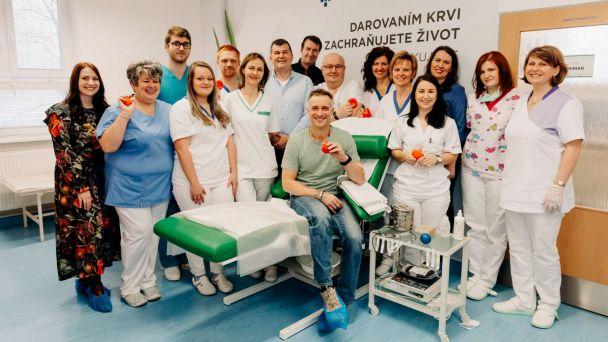Maroš Molnár prišiel do žiarskej nemocnice a prvýkrát daroval krv
