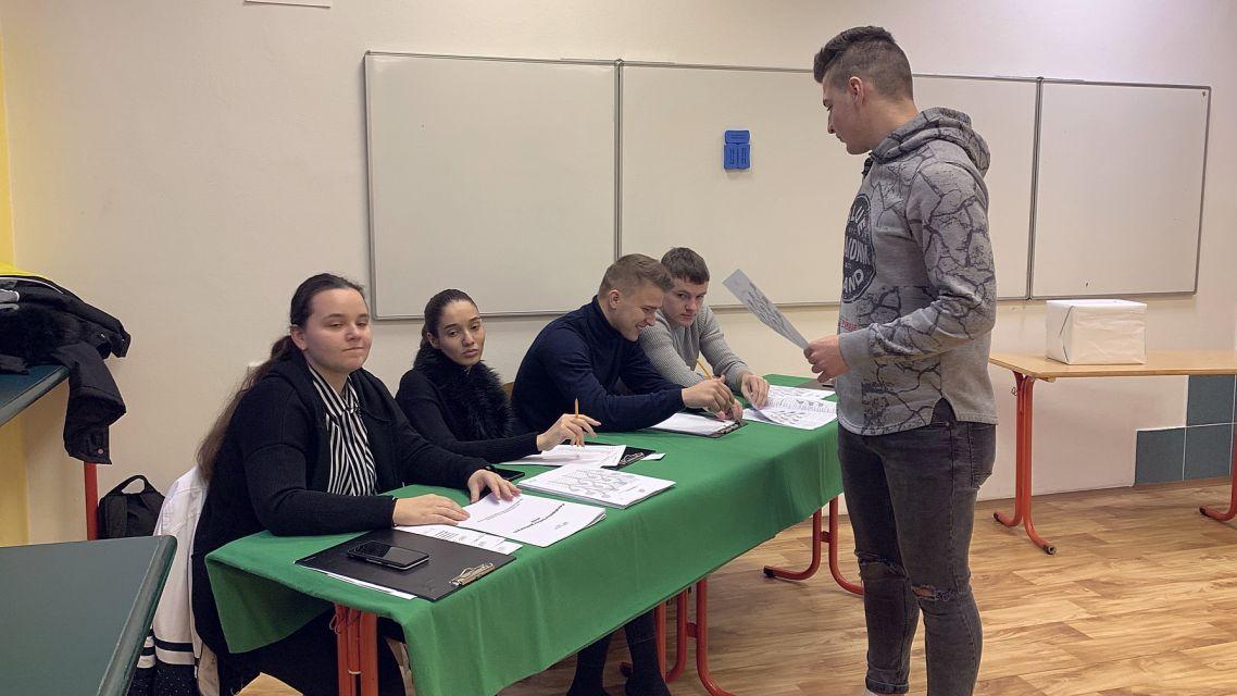 Študenti žiarskej Hotelovky volili poslancov NR