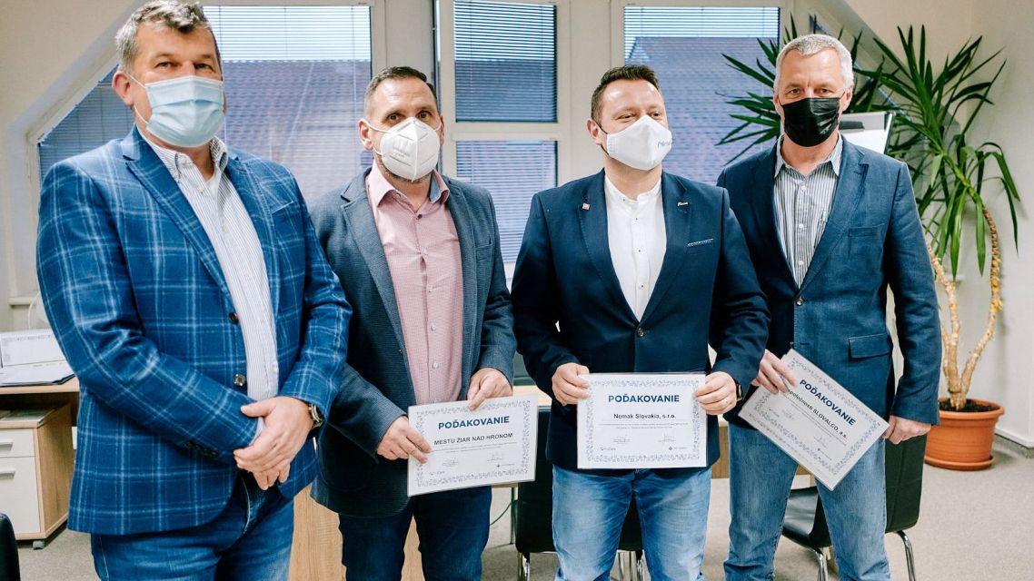 Žiarska samospráva, Slovalco a Nemak kúpili pre nemocnicu  život zachraňujúce  prístroje