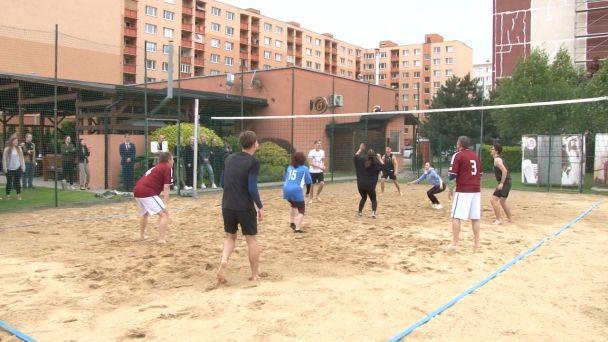 Žiarski gymnazisti sa lúčili so školou turnajom s učiteľmi