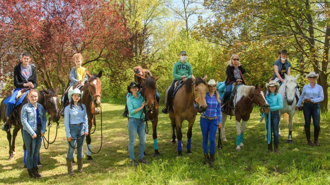 Občianske združenie organizovalo jazdu na koňoch cez Žiar