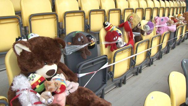 Počas zápasu Pohronia s Ružomberkom sedelo na tribúne 600 plyšákov