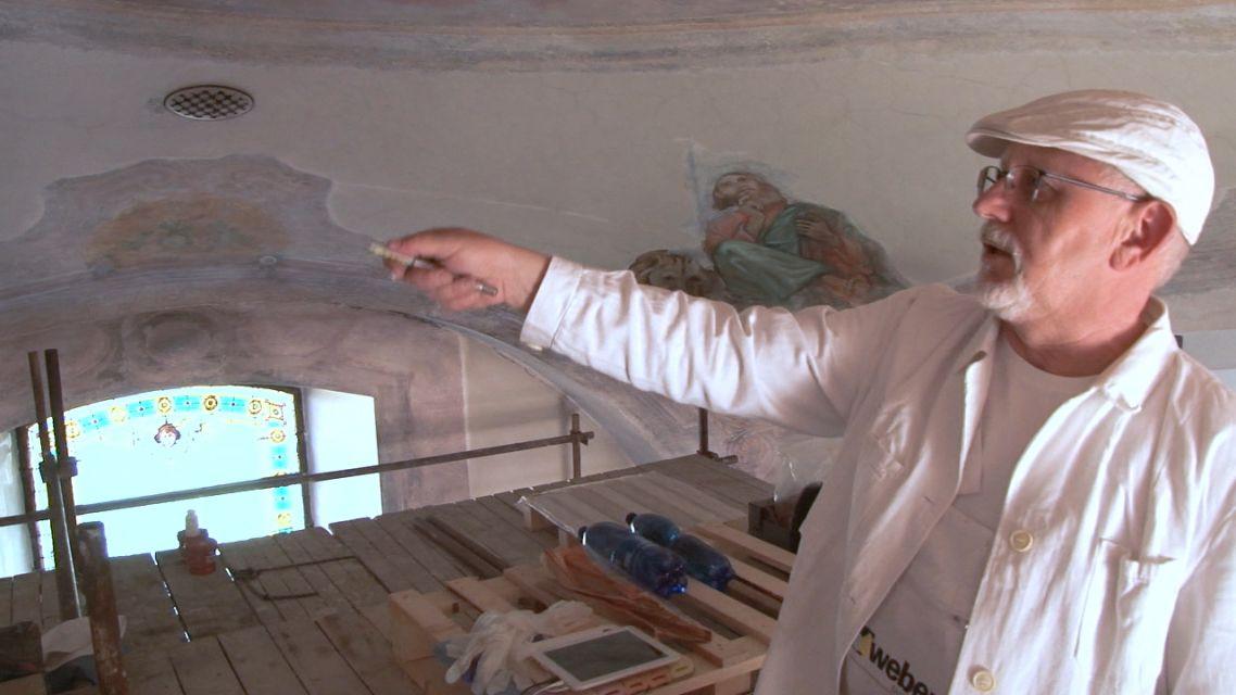 V Kostole Povýšenia Svätého Kríža reštaurujú staré nástenné maľby