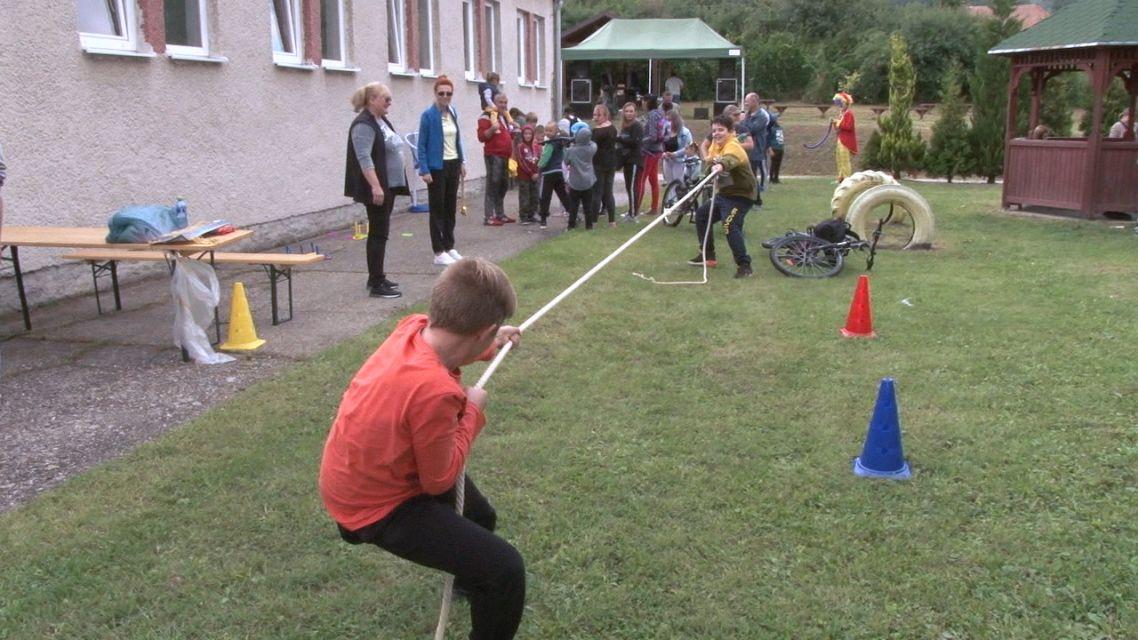 Deti sa zabávali a otcovia z Janovej Lehoty hrali futbal